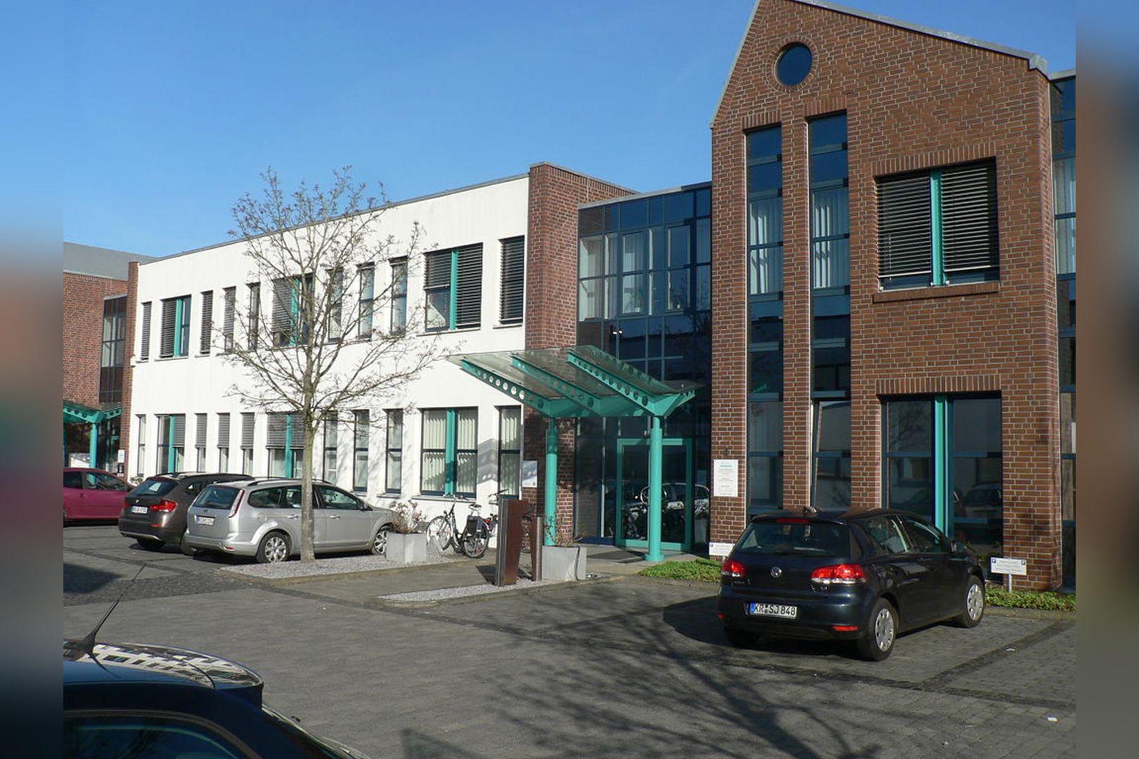 Immobilie Nr.0200 - Gut vermietete Büro- und Praxisflächen mit Tiefgarage und Außenstellplätzen - Bild 14.jpg