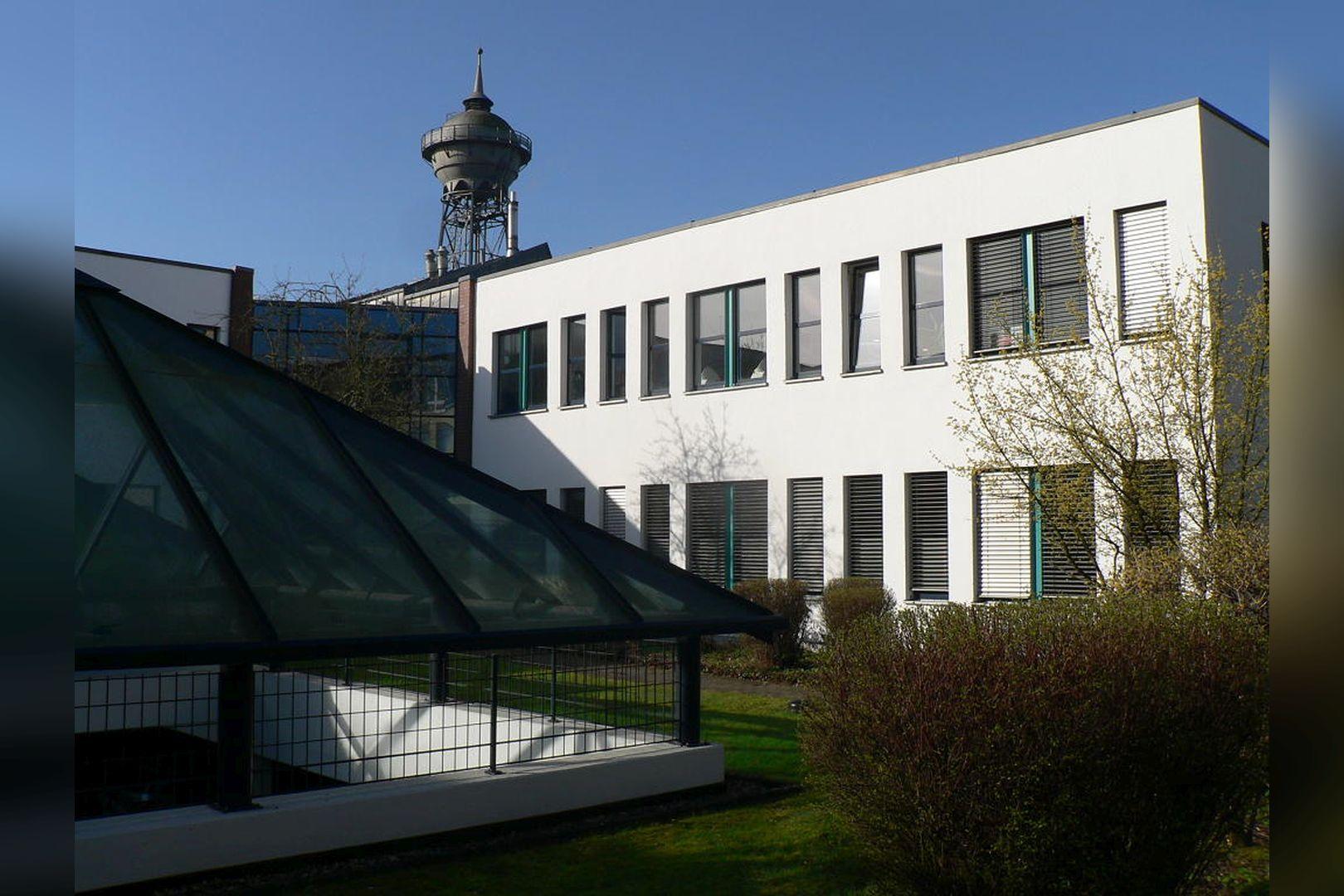 Immobilie Nr.0200 - Gut vermietete Büro- und Praxisflächen mit Tiefgarage und Außenstellplätzen - Bild 2.jpg