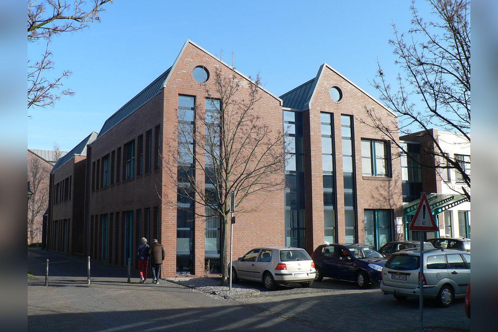 Immobilie Nr.0200 - Gut vermietete Büro- und Praxisflächen mit Tiefgarage und Außenstellplätzen - Bild 8.jpg