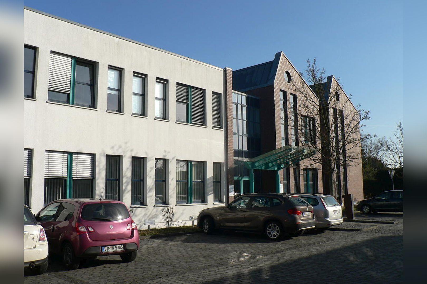 Immobilie Nr.0200 - Gut vermietete Büro- und Praxisflächen mit Tiefgarage und Außenstellplätzen - Bild 9.jpg