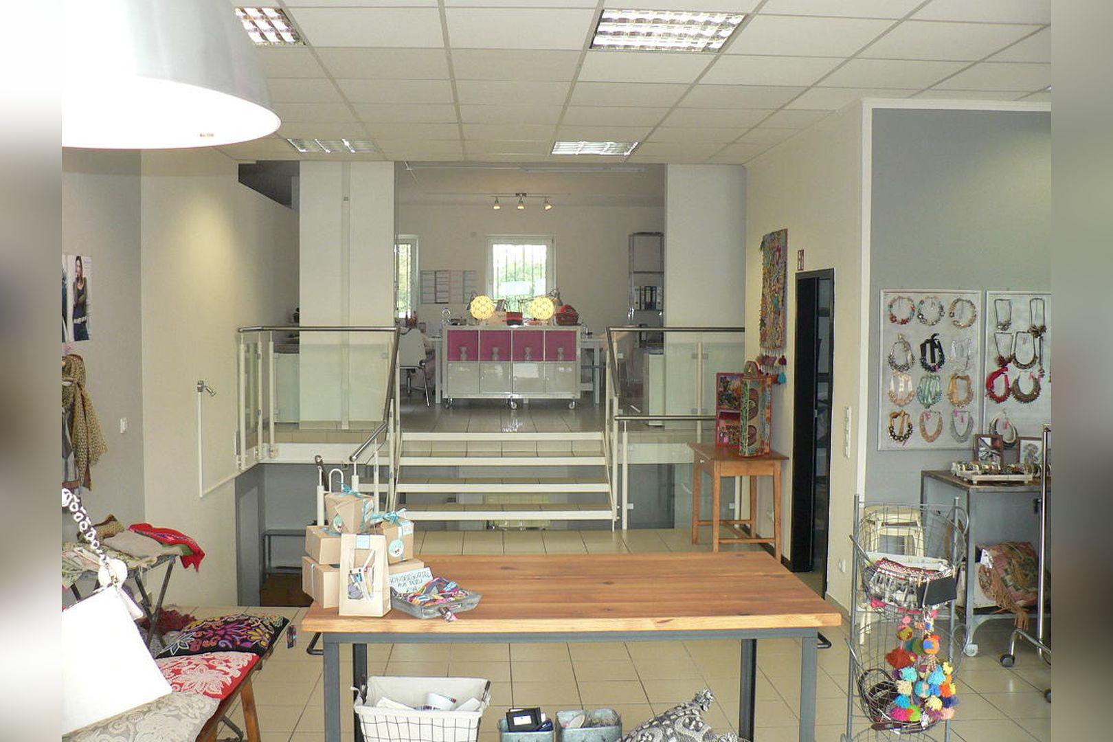 Immobilie Nr.0229 - Ladenlokal mit Lagerflächen, Teeküche, WC-Anlage u. Stellplatz - Bild 6.jpg