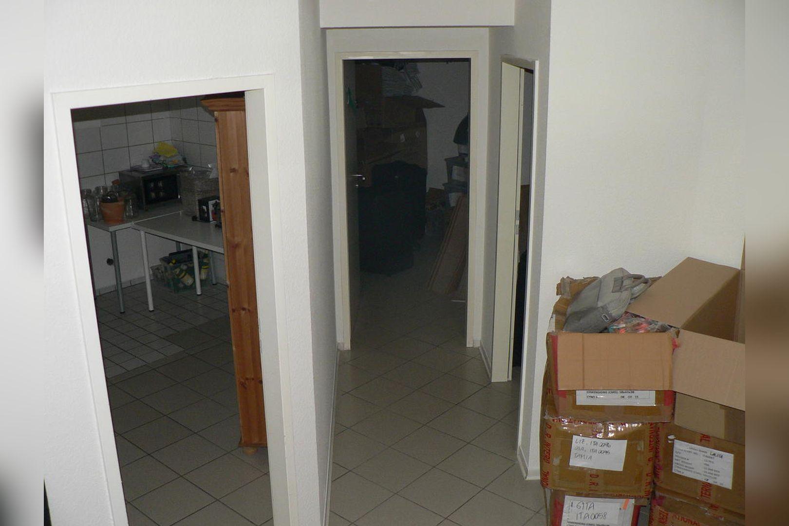 Immobilie Nr.0229 - Ladenlokal mit Lagerflächen, Teeküche, WC-Anlage u. Stellplatz - Bild 9.jpg