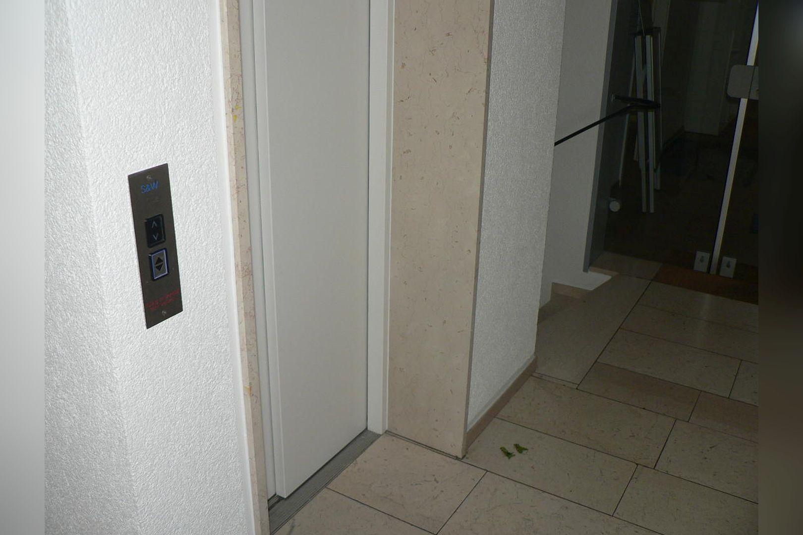 Immobilie Nr.0234 - 1 - Raum - Bürofläche mit Aktenkeller und Balkon - Bild 12.jpg