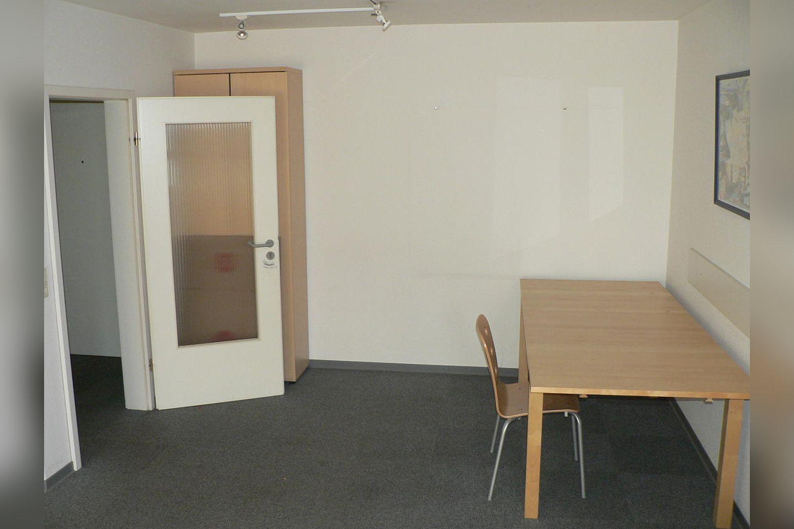 Immobilie Nr.0234 - 1 - Raum - Bürofläche mit Aktenkeller und Balkon - Bild 4.jpg
