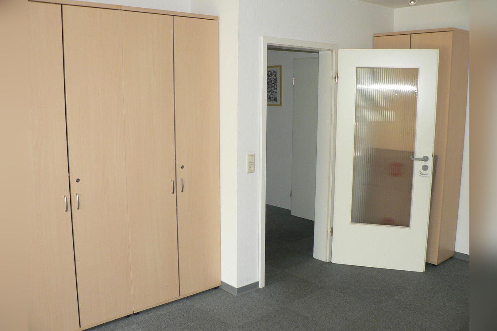 Immobilie Nr.0234 - 1 - Raum - Bürofläche mit Aktenkeller und Balkon - Bild 5.jpg