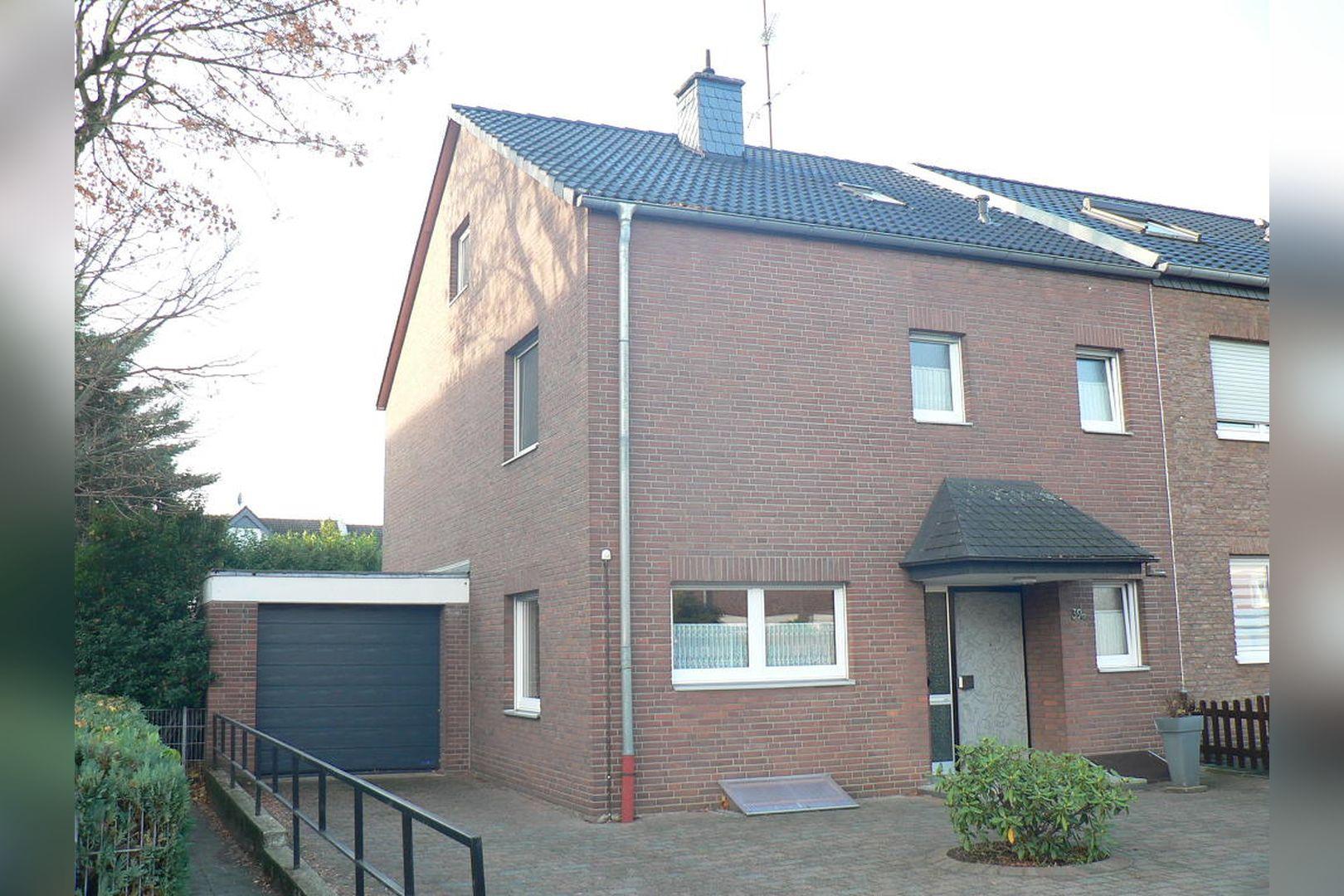 Immobilie Nr.0243 - Reihenendhaus 2-geschossig mit Vollkeller und Garage  - Bild 2.jpg