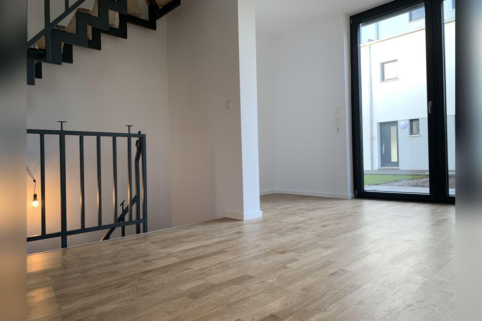 Immobilie Nr.0224 - Reihenendhaus mit kl. Garten u. 2 TG-Plätzen - Bild 14.jpg