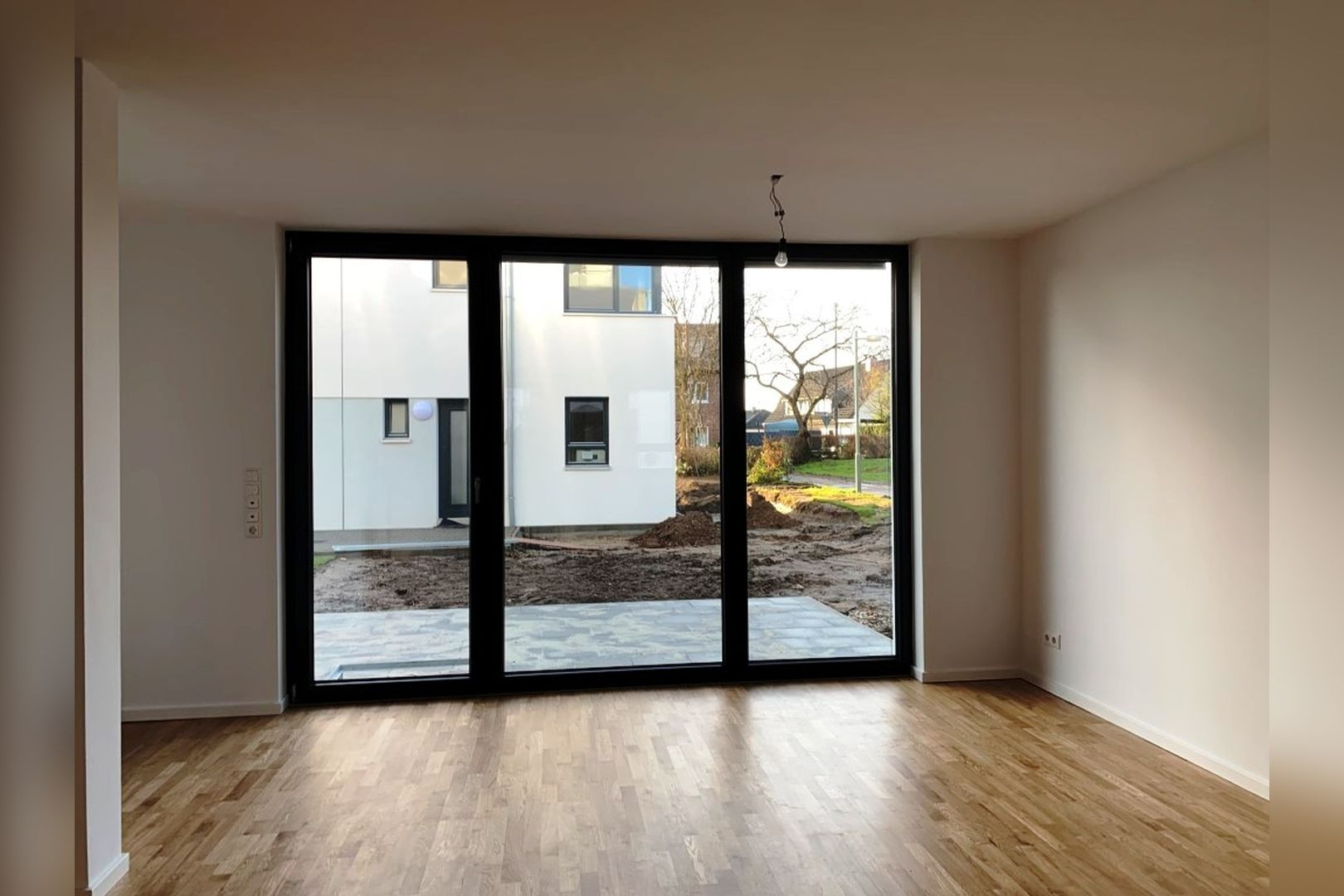Immobilie Nr.0224 - Reihenendhaus mit kl. Garten u. 2 TG-Plätzen - Bild 3.jpg