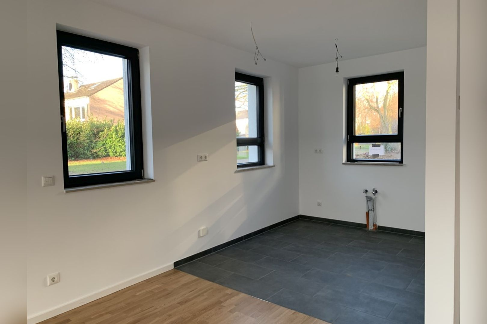 Immobilie Nr.0224 - Reihenendhaus mit kl. Garten u. 2 TG-Plätzen - Bild 5.jpg