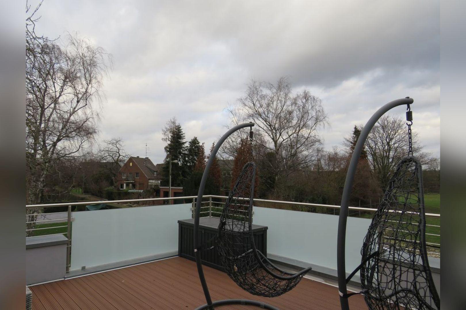 Immobilie Nr.0248 - Doppelhaushälfte mit eingeschossigem Anbau, Garten & Dachterrasse - Bild 18.jpg