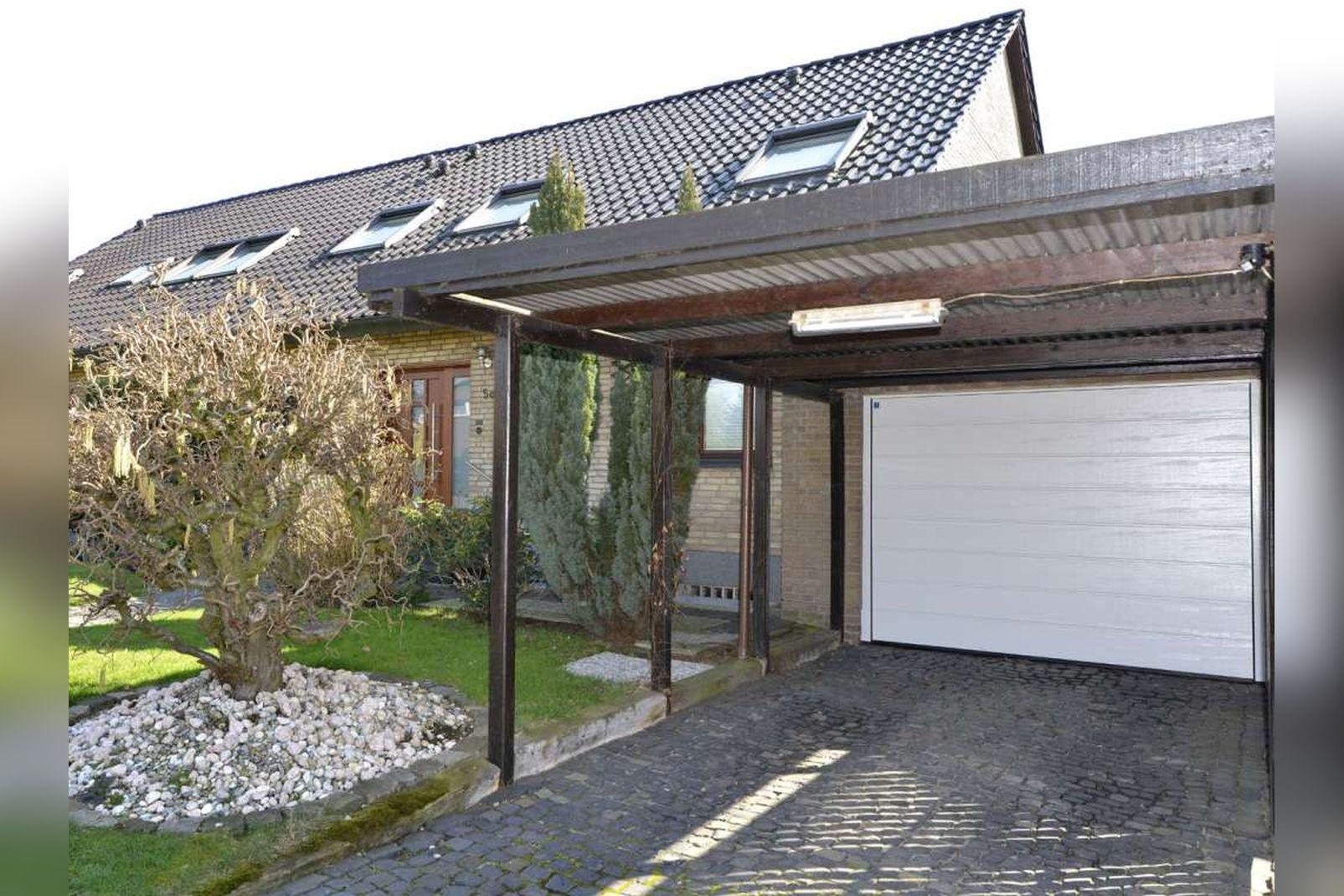 Immobilie Nr.0254 - Doppelhaushälfte rechtsbündig mit Garage & Carport  - Bild 2.jpg