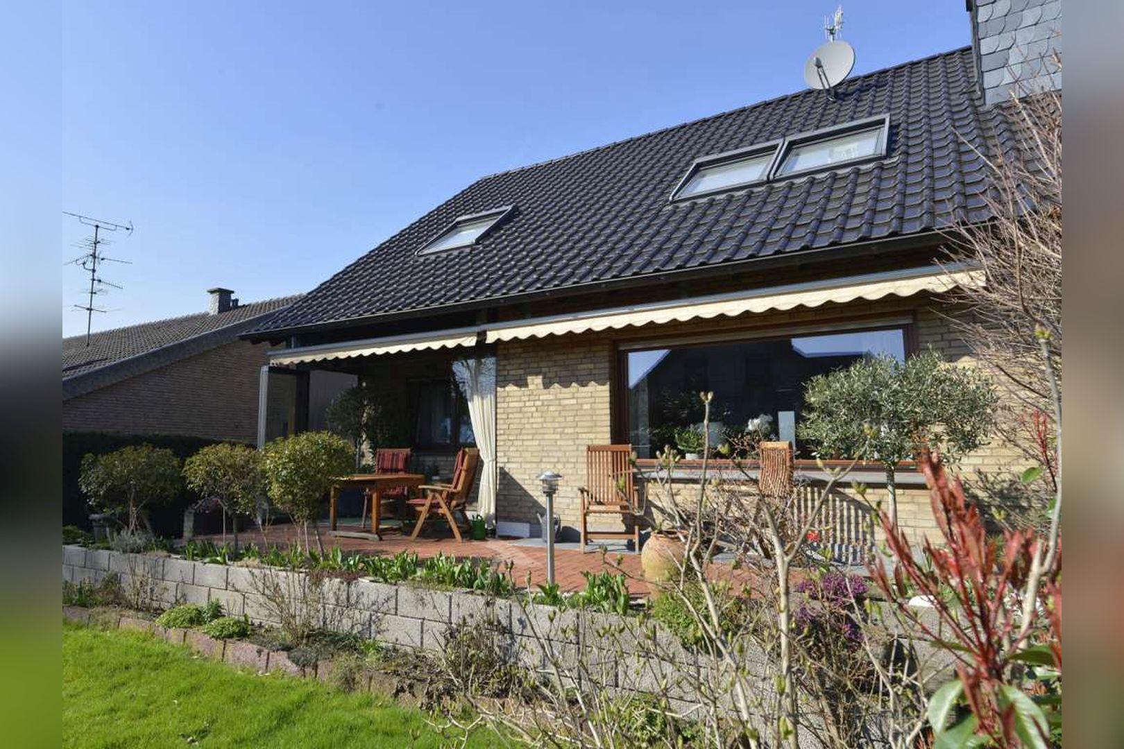 Immobilie Nr.0254 - Doppelhaushälfte rechtsbündig mit Garage & Carport  - Bild 3.jpg