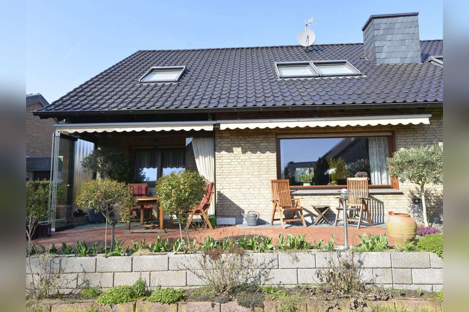 Immobilie Nr.0254 - Doppelhaushälfte rechtsbündig mit Garage & Carport  - Bild 4.jpg