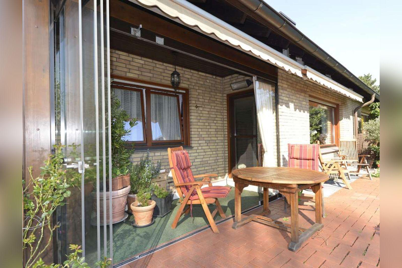 Immobilie Nr.0254 - Doppelhaushälfte rechtsbündig mit Garage & Carport  - Bild 5.jpg