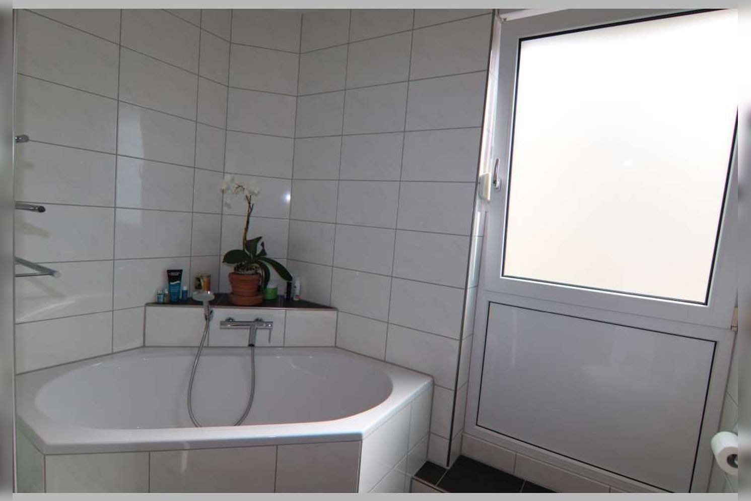 Immobilie Nr.0267 - Doppelhaushälfte mit 4 Zimmern, Küche, Diele, Badzimmer, Gäste-WC, Garten und Garage - nicht unterkellert - Bild 16.jpg