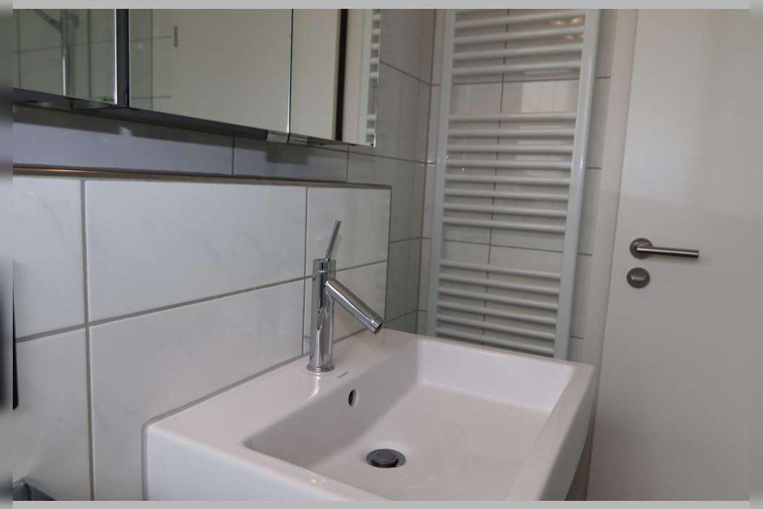 Immobilie Nr.0267 - Doppelhaushälfte mit 4 Zimmern, Küche, Diele, Badzimmer, Gäste-WC, Garten und Garage - nicht unterkellert - Bild 17.jpg