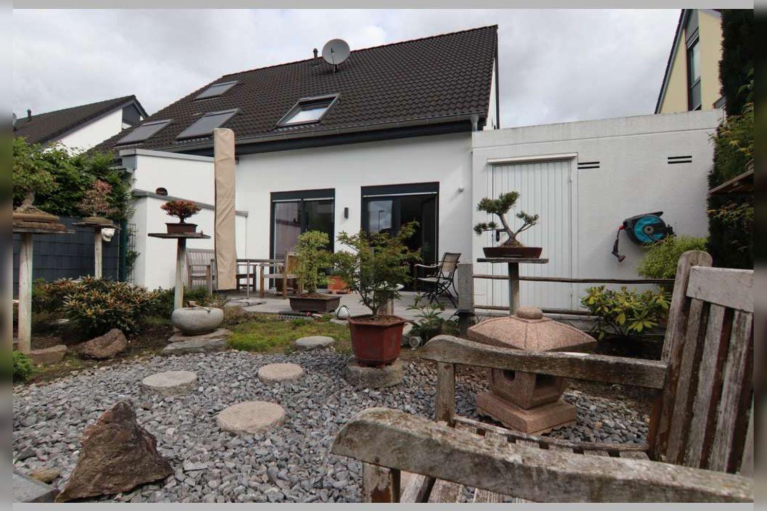 Immobilie Nr.0267 - Doppelhaushälfte mit 4 Zimmern, Küche, Diele, Badzimmer, Gäste-WC, Garten und Garage - nicht unterkellert - Bild 3.jpg