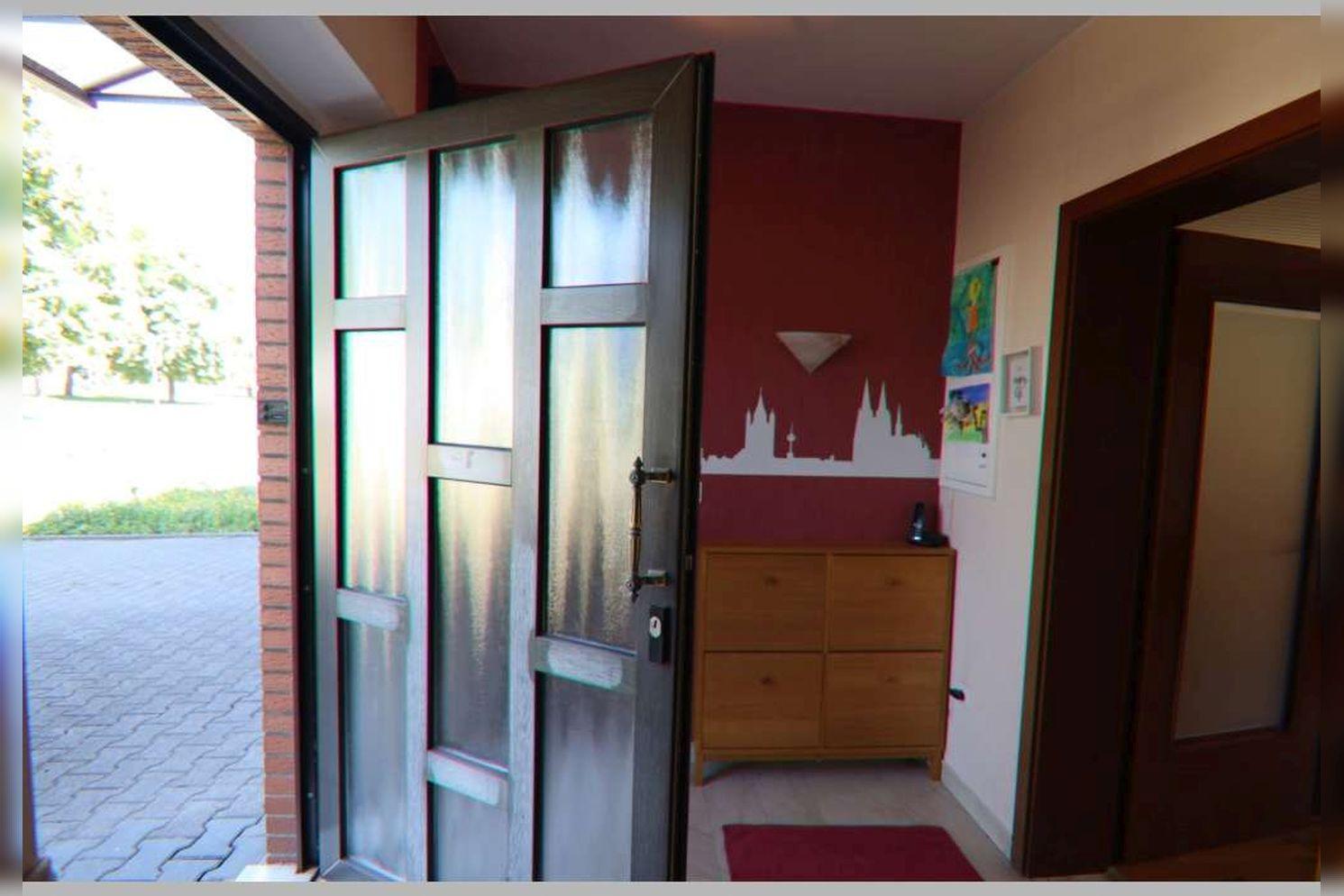 Immobilie Nr.0268 - Reihenmittelhaus mit 4 Zimmern, Küche, Diele, Badezimmer, Gäste-WC, Garten, Garage und Stellplätzen - Bild 9.jpg