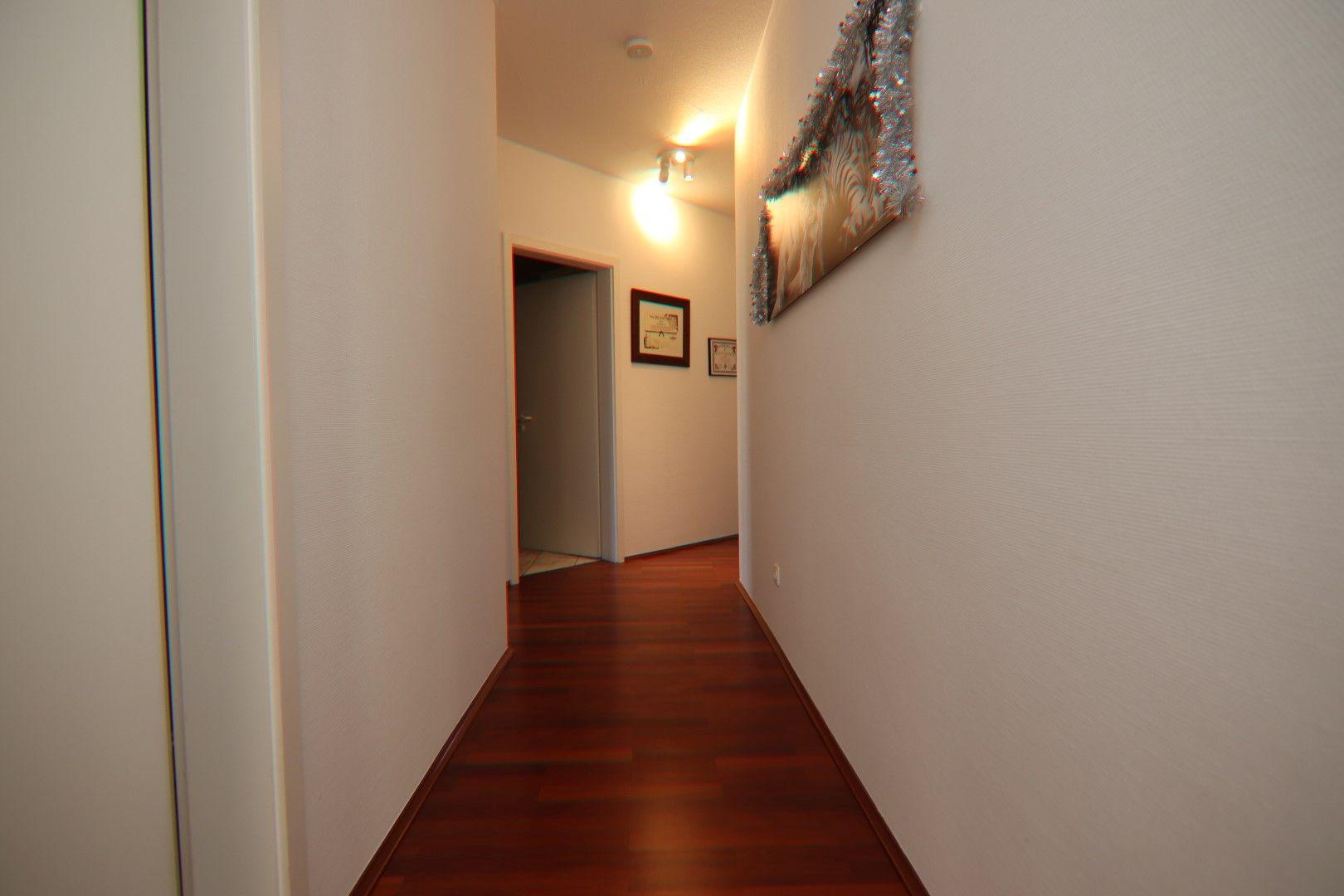 Immobilie Nr.0275 - 4-Raum-Deluxe-Wohnung mit Aufzug, Dachterrasse u. Garage - Bild 10.jpg