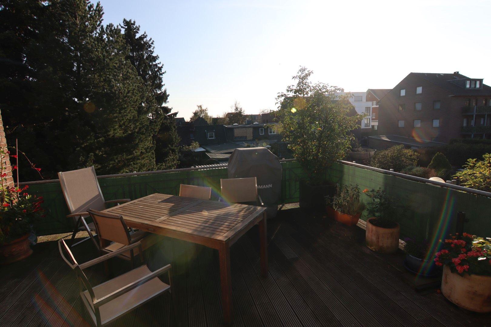 Immobilie Nr.0275 - 4-Raum-Deluxe-Wohnung mit Aufzug, Dachterrasse u. Garage - Bild 18.jpg
