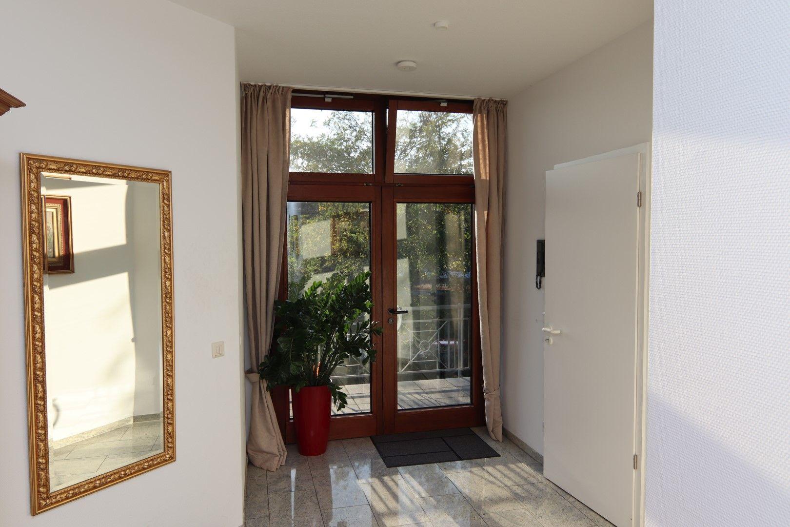 Immobilie Nr.0275 - 4-Raum-Deluxe-Wohnung mit Aufzug, Dachterrasse u. Garage - Bild 7.jpg