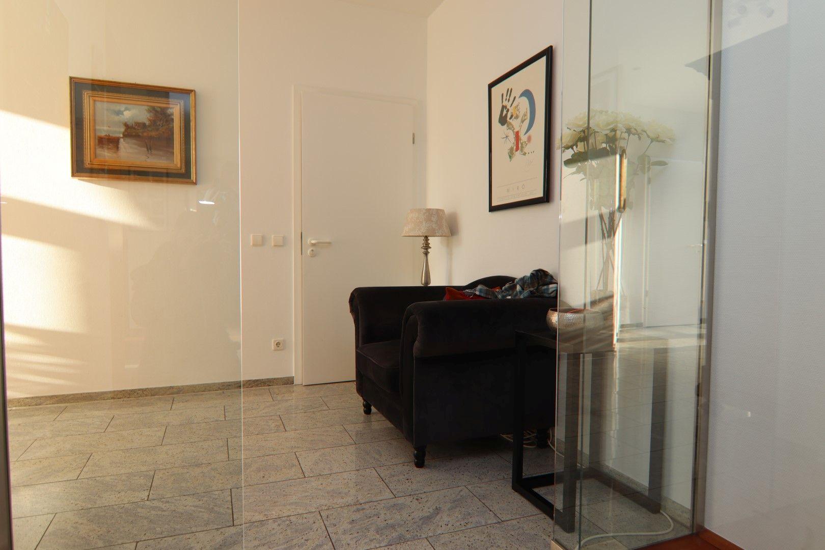 Immobilie Nr.0275 - 4-Raum-Deluxe-Wohnung mit Aufzug, Dachterrasse u. Garage - Bild main.jpg