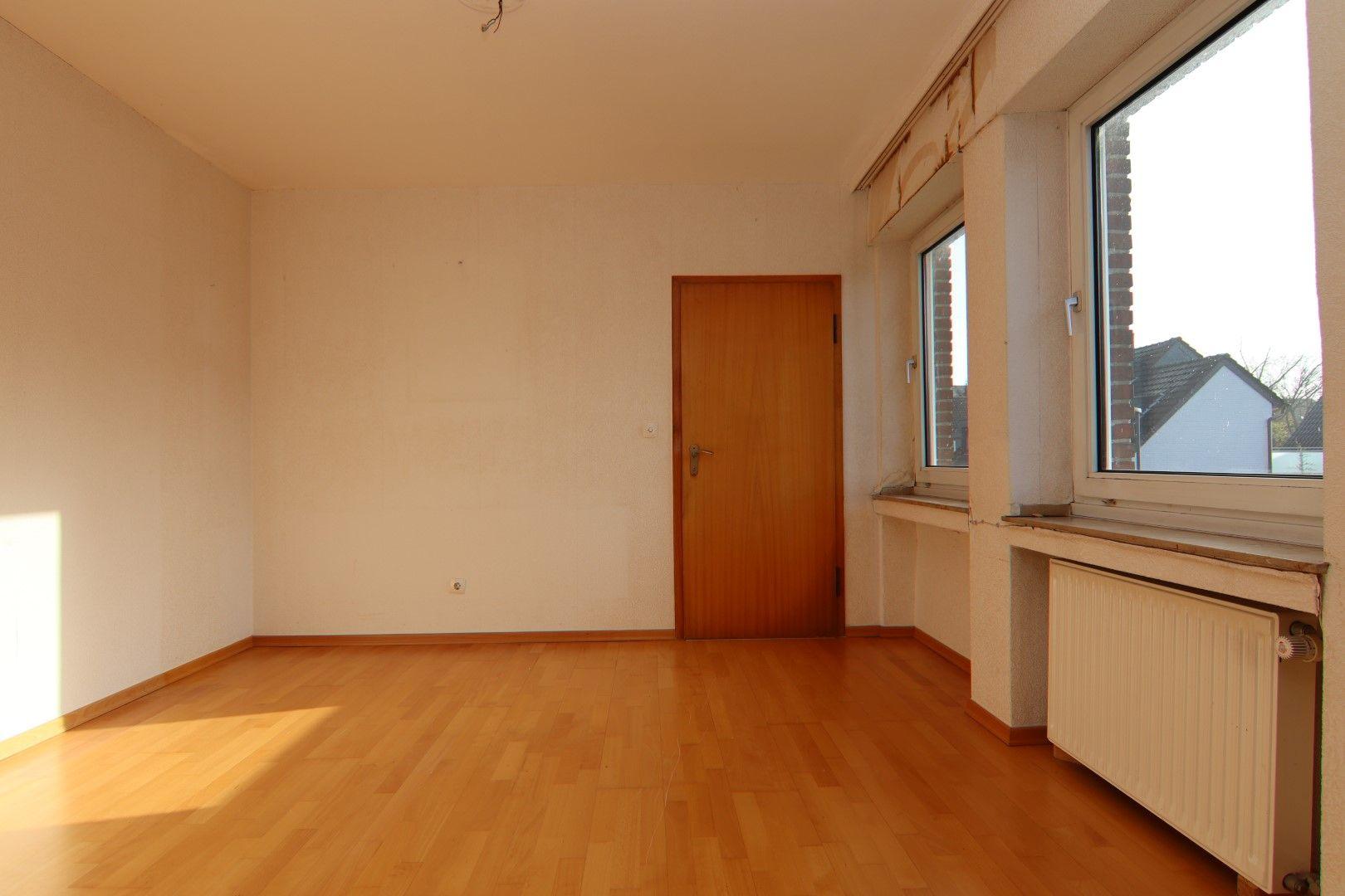 Immobilie Nr.0279 - Freistehendes EFH mit Anbau, Keller und Garage - Bild 8.jpg