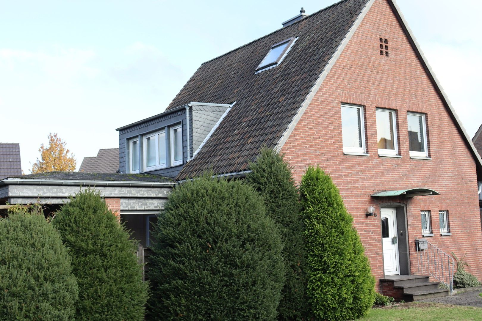 Immobilie Nr.0279 - Freistehendes EFH mit Anbau, Keller und Garage - Bild main.jpg