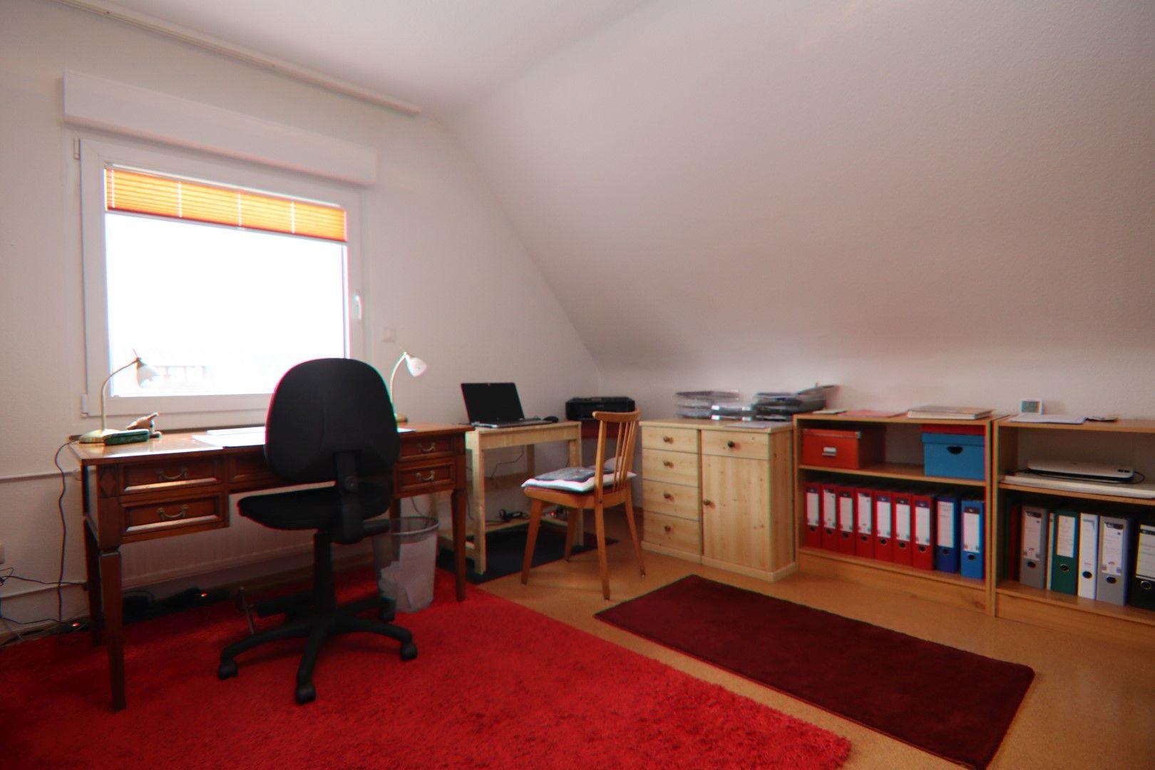 Immobilie Nr.0281 - Freistehendes EFH mit Vollkeller, Wintergarten u. Garage  - Bild 14.jpg