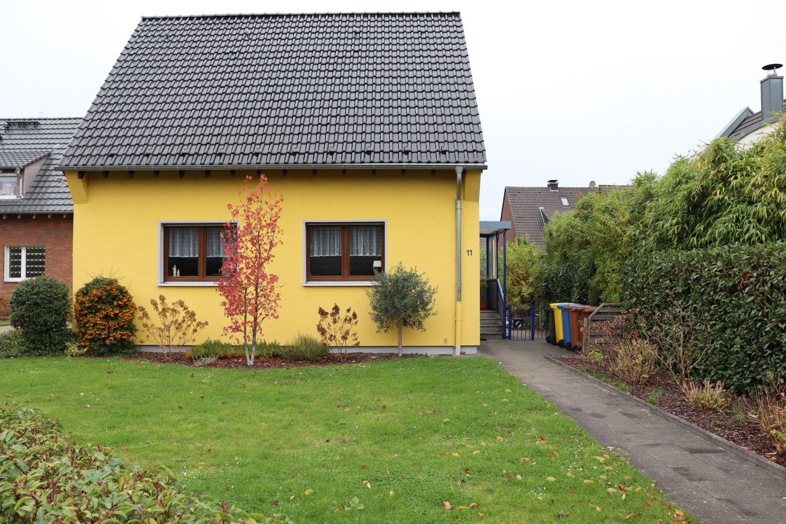 Immobilie Nr.0281 - Freistehendes EFH mit Vollkeller, Wintergarten u. Garage  - Bild 2.jpg