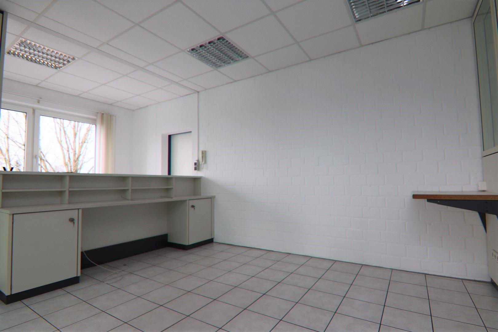 Immobilie Nr.0295 - Bürofläche mit WC-Anlage, Küche u. Aufzug - Bild 12.jpg