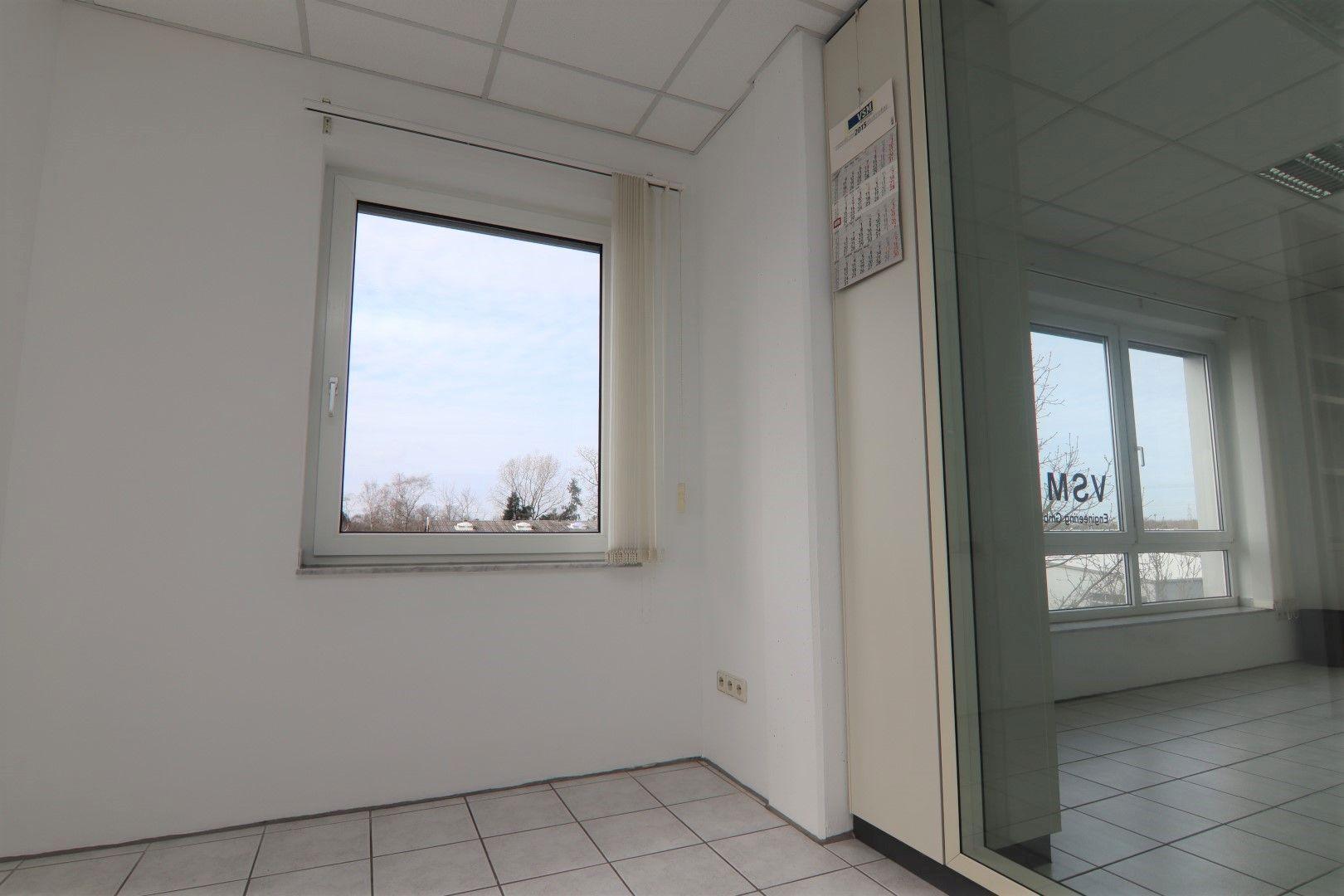 Immobilie Nr.0295 - Bürofläche mit WC-Anlage, Küche u. Aufzug - Bild 16.jpg