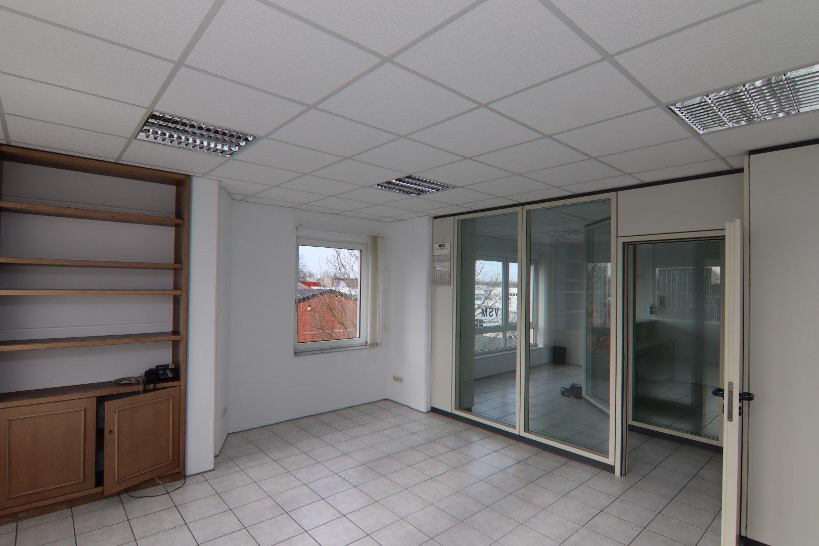 Immobilie Nr.0295 - Bürofläche mit WC-Anlage, Küche u. Aufzug - Bild 17.jpg