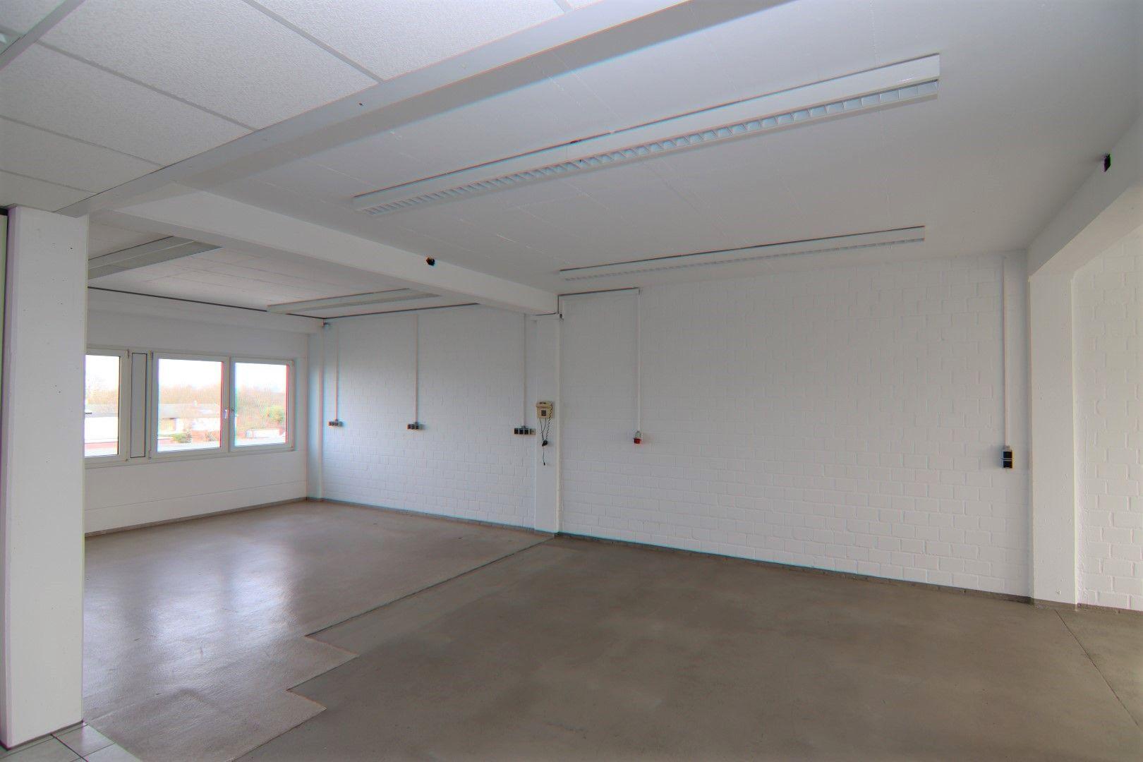 Immobilie Nr.0295 - Bürofläche mit WC-Anlage, Küche u. Aufzug - Bild 4.jpg