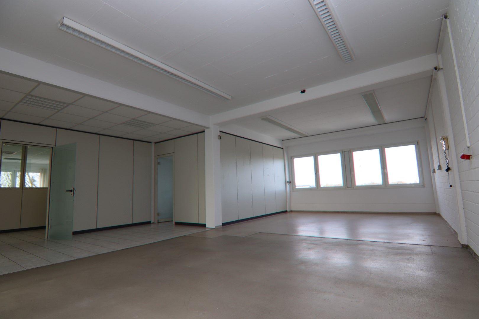 Immobilie Nr.0295 - Bürofläche mit WC-Anlage, Küche u. Aufzug - Bild 5.jpg