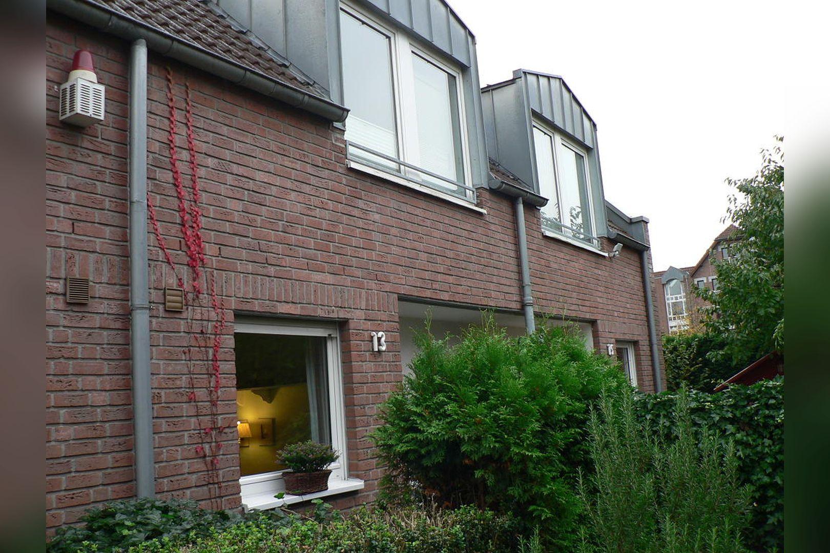 Immobilie Nr.0261 - Reihenmittelhaus mit Garten, Garage u. Stellpl. - Bild 2.jpg