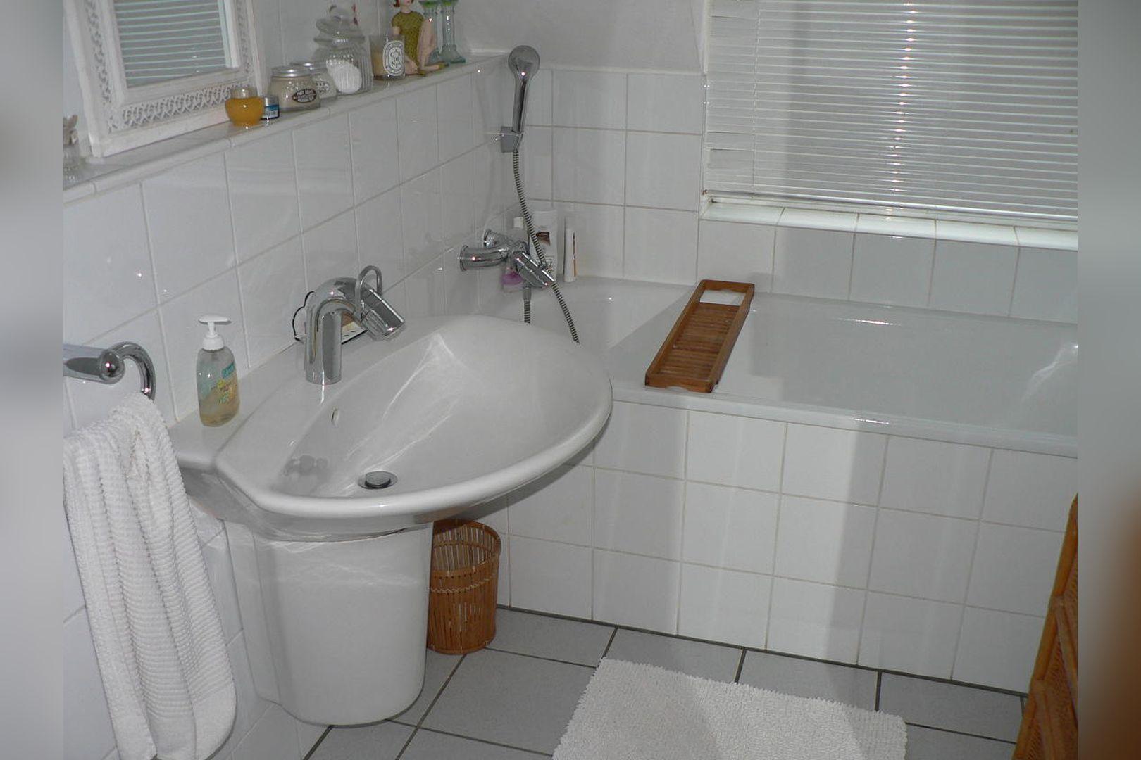 Immobilie Nr.0261 - Reihenmittelhaus mit Garten, Garage u. Stellpl. - Bild 5.jpg