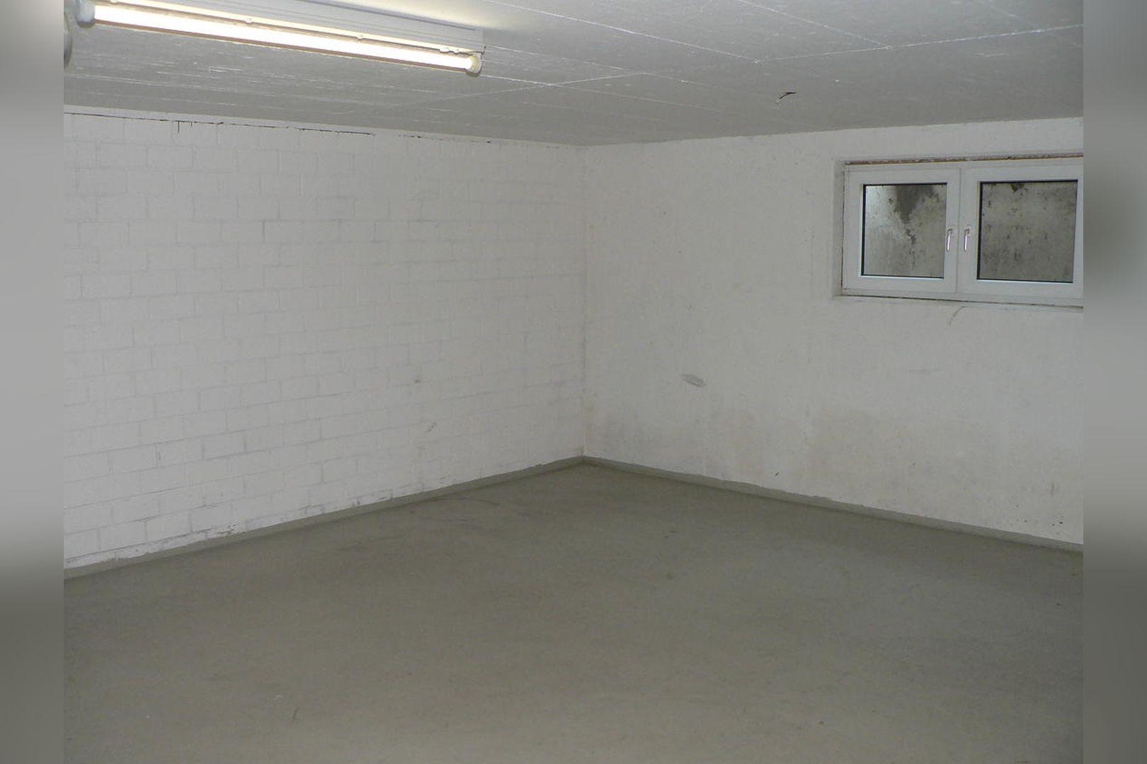 Immobilie Nr.0264 - großzügige Vier-Raum-Wohnung mit Riesenkellerraum für Hobby etc. - Bild 18.jpg