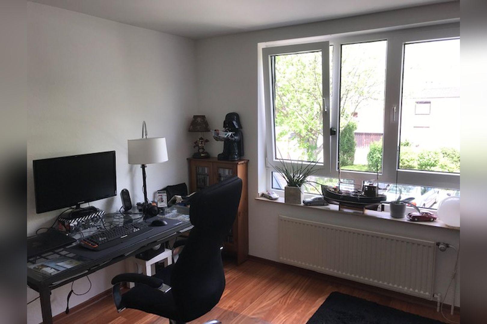 Immobilie Nr.0264 - großzügige Vier-Raum-Wohnung mit Riesenkellerraum für Hobby etc. - Bild 2.jpg